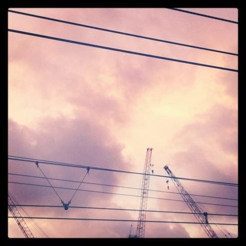 ピンク色の空